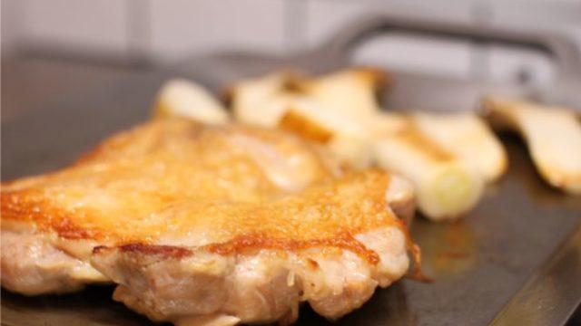 MMFactoryの極厚鉄板で鶏もも肉を焼きました