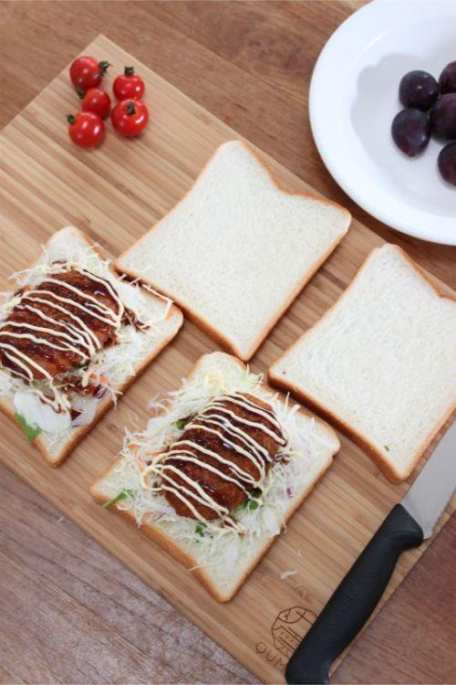 QUMOのまな板大には食パン6枚並べられます
